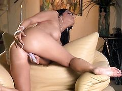 Veronica Ricci with trimmed pussy strokes her wet spot like theres no tomorrow