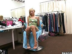Blonde Emma Mae her best to make man bust a nut after tugjob