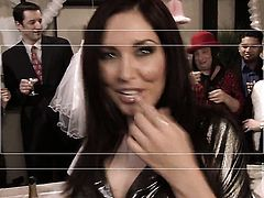 Amber Rayne gets a mouthful of schlong in oral action with horny guy