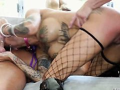 Billy Glide fucks super sexy Bonnie Rottens beautiful face with his love wand