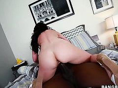 Sex obsessed goddess Jennifer White feels intense sexual while jacking guy off