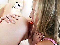 Chastity Lynn and Kiera King have a lot of fun in this lesbian action