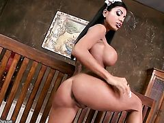Kyra Black with gigantic hooters spends time dildoing her love tunnel for cam
