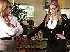 Alektra Blue makes her sex fantasies a come true with lesbian Gracie Glam