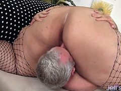 Pretty and fat bbw gives her fuck buddy a wonderful blowjob. She gets her pussy licked in 69 positions and gets her pussy fucked very hard. In the end she gets his cum on her tits.