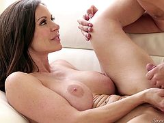 Milf beauty shows the handsome guy what fucking her feels like