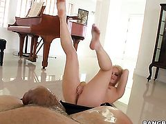 Blonde porn girl Ash Hollywood cant live a day without taking hard cock in her pussy