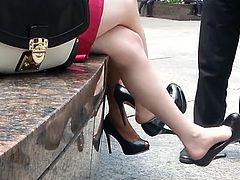 unbelievable SEXY - candid double dangle high heels  OMG