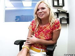 Blonde Yasmine Gold asks her man to stick his thick sausage in her mouth