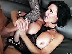 Kurt Lockwood ejaculates after Veronica Avluv with big tits gives magic blowjob