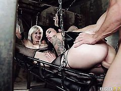 Kleio Valentien loses control after Johnny Sins puts his hard pole in her mouth