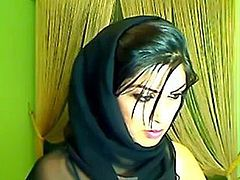 Pakistani Babe On Live Cam Masturbating