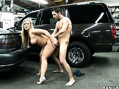 Austin Taylor with bubbly butt is hungry for man goo
