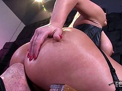 Femdom Blonde gets her asshole worshipped
