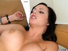 Brunette takes the pop shot of her dreams
