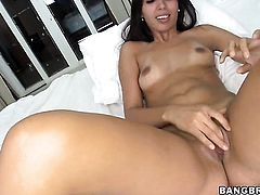 Brunette chicana is on fire in cumshot sex action