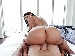 Brunette chica Lela Star with big ass gets mouth fucked rough by hot fuck buddy