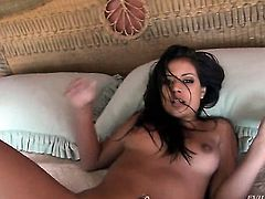 Well-experienced vixen Jynx Maze takes Manuel Ferraras cum loaded schlong in her mouth after foreplay