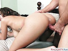 Johnny Castle gets seduced into fucking by Cassidy Banks