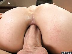 Blonde Bobbi Starr needs nothing but cream on her face to get satisfaction