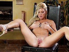 Niki Young showing nice solo tricks with her new sex toy