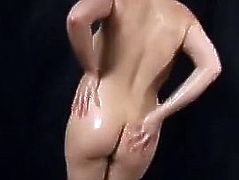 Toni Leanne Covers Her Gorgeous Body In Soap