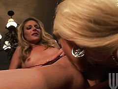 Samantha Ryan spreads her legs to fuck herself, take sex toy in her eager twat