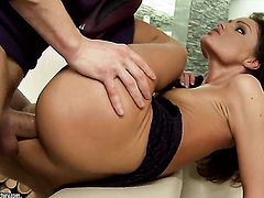 Brunette Sophie Lynx loses control in sexual frenzy with hot fuck buddy