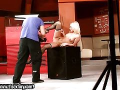 Blonde Honey Winter cant stop masturbating
