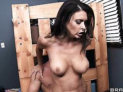 Johnny Sins touches the hottest parts of sinfully sexy Jessica Jaymess body before he drills her mouth
