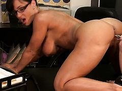 Lisa Ann asks Tori Black for some pussy munching