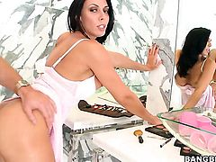 Brunette Rachel Starr cant resist the desire to take heavy pop shot on her face