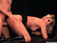 Fuck hungry chick Lacie Heart turns man on to the point of no return before fucking