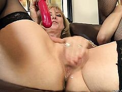 Nina Hartley and Erica Lauren are in the mood for pussy licking
