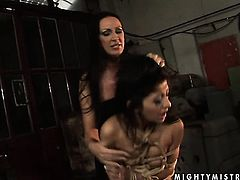 Brunette Mandy Bright with juicy breasts takes Oliva s tongue in her pussy hole
