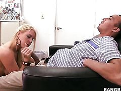 Blonde chick Jaime Appelgate is a facial cum slut