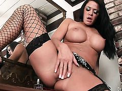 Savannah Stern displays her body parts before she masturbates