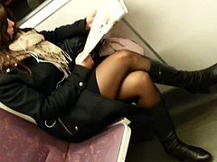 candid sexy milf pantyhose in train 557