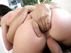 Jennifer White and Toni Ribas are so fucking horny in this oral action