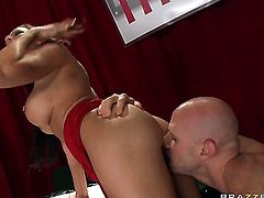 Johnny Sins uses his meaty meat pole to make blowjob addict Rachel Starr with gigantic melons happy