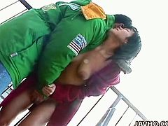 Picked up Japanese chick gives her head outdoor