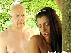 After watching this video, you will never underestimate the skills of a senior. Hugo was able to seduce a beautiful babe and fucked her from behind. This outdoor video is a perfect lesson for all those, who feel that old men can't fuck and boast about own sexual capabilities.