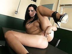 Larissa Dee fills the hole between her legs with dildo for cam in solo action