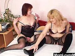 Old amateur mammas has on mind-blowing stockings and sucking and fucking double sided sex toy