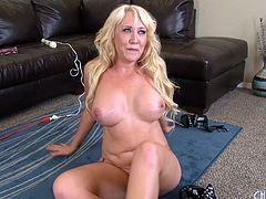 She spreads out on the couch and fucks that pussy with a big dildo