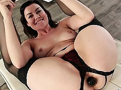 Sovereign Syre shows off her hot body as she gets her muff pie eaten out by lesbian Casey Calvert