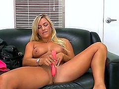 Cameron Dee is on the leather sofa. She loves to shake her sizable behind. She knows how to get under mens skin. She also uses some sex toys. Solo girl.