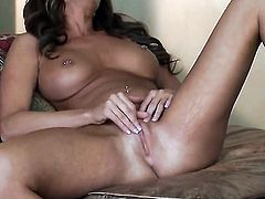 Daisy Lynn with gigantic breasts and trimmed cunt enjoys another solo sex session