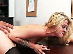 Karla Kush is in her office in her stockings. She is giving a blow job to help her boss get rid of stress. It is the best way to do it. Her body is tight.