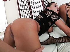 Francesca Le with gigantic knockers swirls the tongue around Mark Woods dick while sucking after she gets her fudge packed
